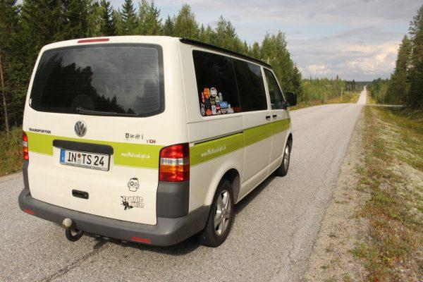 Campervan Finnland Roadtrip Straße