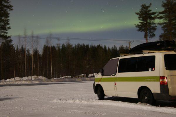 Polarlicht Nordlicht Wintercamping Campervan Roadtrip Lappland