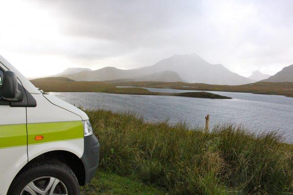 Schottland Regen Campervan Roadtrip am See