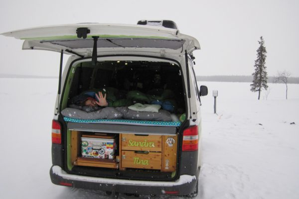 Wintercamping Lappland Campervan Schnee Winter