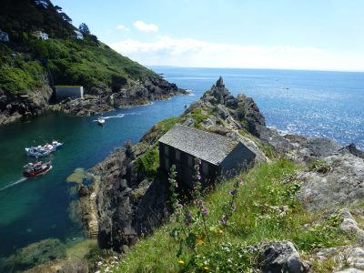 Idyllischer Hafen in Cornwall