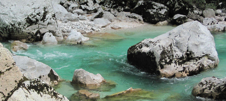Roadtrip Slowenien Soča Fluss klares Wasser