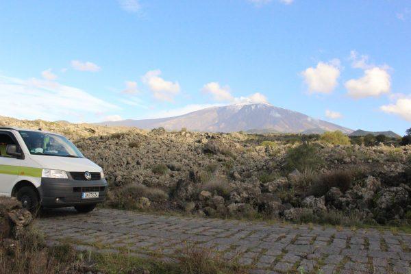 Vulkangestein Campervan Ätna Etna Sizilien Italien Roadtrip