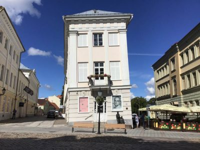 Das-schiefe-Haus-von-Tartu