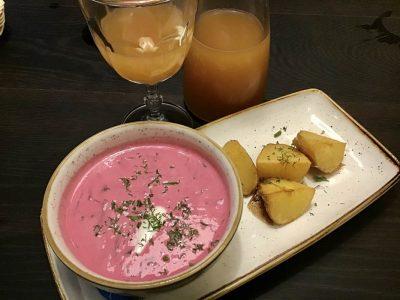 Šaltibarščiai Rote-Bete-Suppe Baltikum typische-Gerichte-Litauen