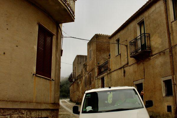 enge-Gassen Campervan Roadtrip Italien Sizilien the-euroamers