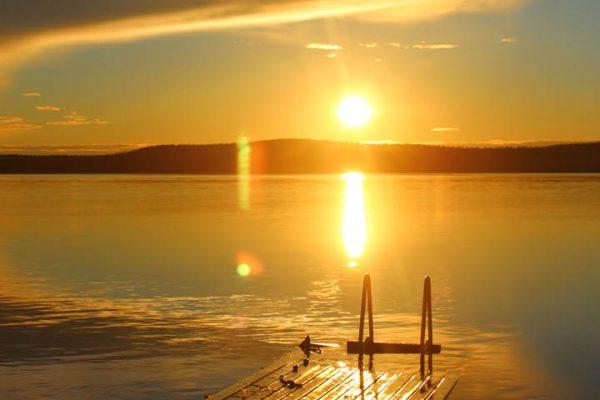Badesee Steg-am-See Mitternachtssonne-am-Inarisee Finnland Sonnenuntergang