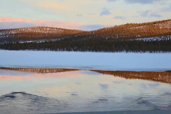 Wasserspiegelung Winter winterlicher-See