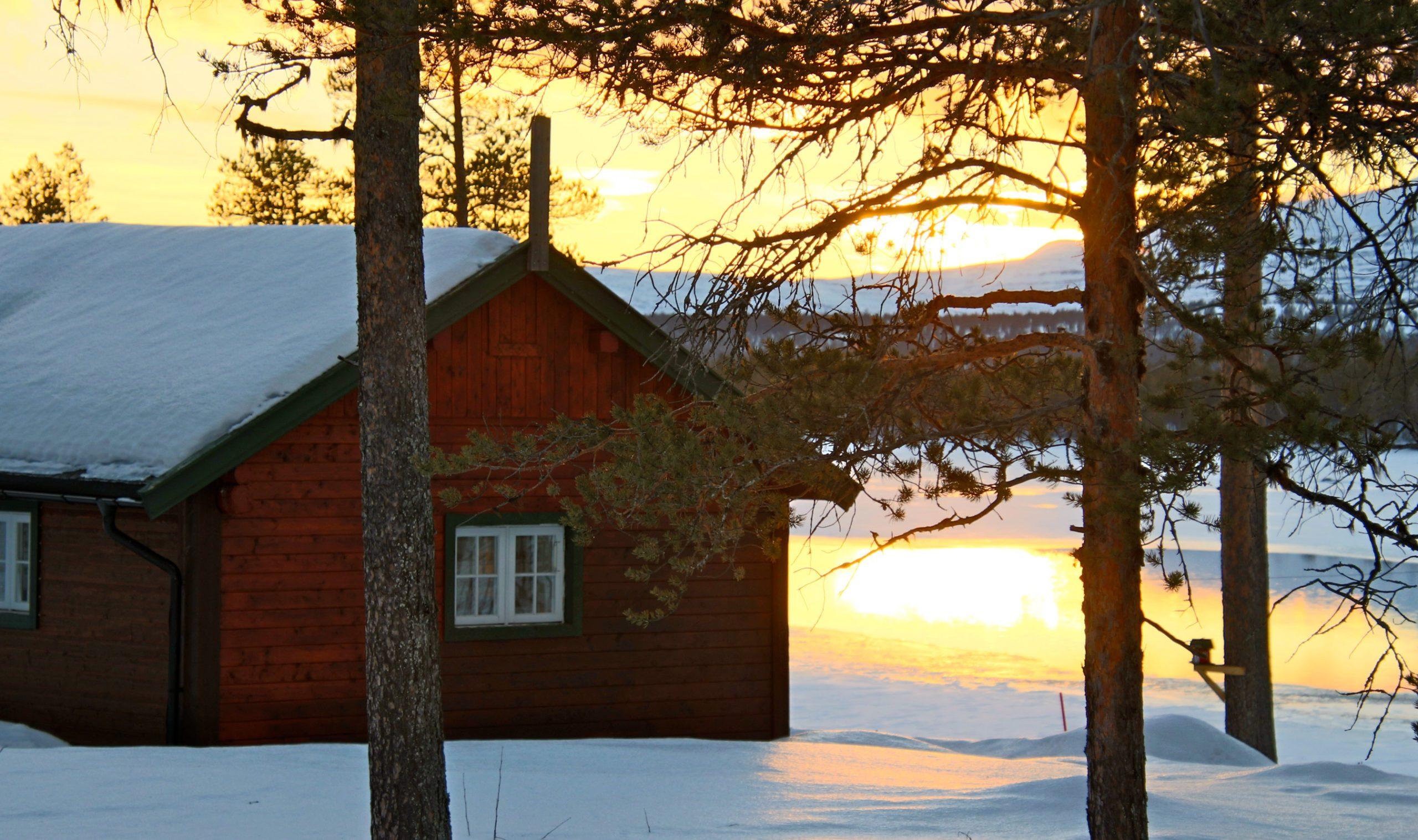 Schweden Haus-am-See Winteridylle