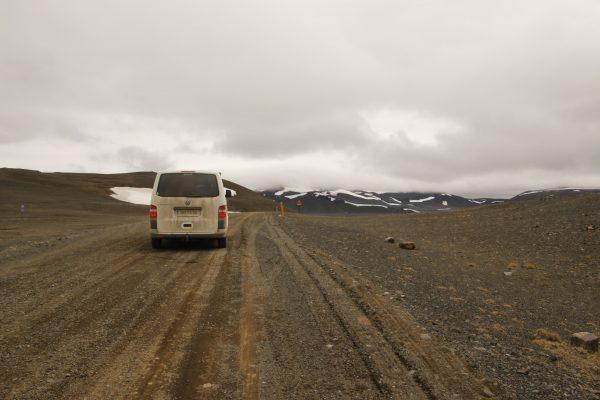 Roadtrip Mondlandschaft Island Campervan the-euroamers