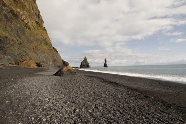 Der Vulkanstrand Reynisfjara am Kap Dyrhólaey