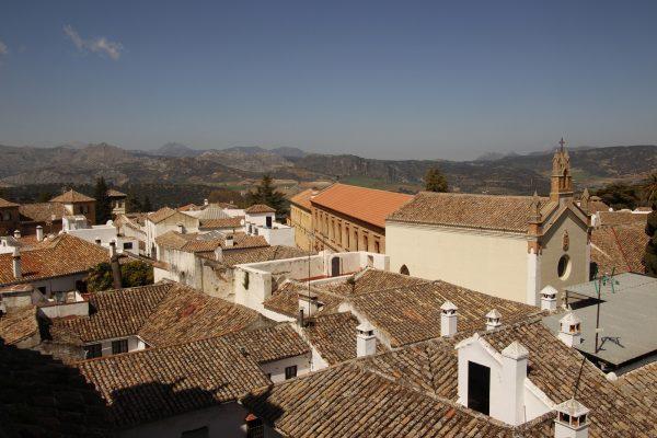 weiße-Dörfer über-den-Dächern